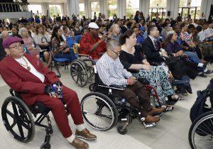 Foto de Personas con discapacidad de movilidad reducida presentes en el evento