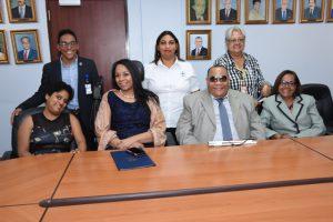 Fotos de la oficina con personal con discapacidad