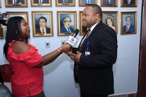 Foto de entrevista a Director Ejecutivo Nacional de Innovación y Transformación