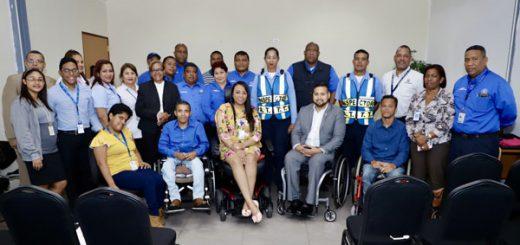 Foto grupal del personal interinstitucional presente en la reunión