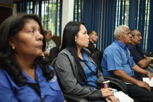 funcionarios en atenciona las normativas y leyes de las personas con discapacidad