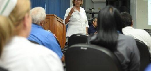 licenciada cielo sensibilizando a funcionarios en temas de normativas y derechos delas personas con discapacidad
