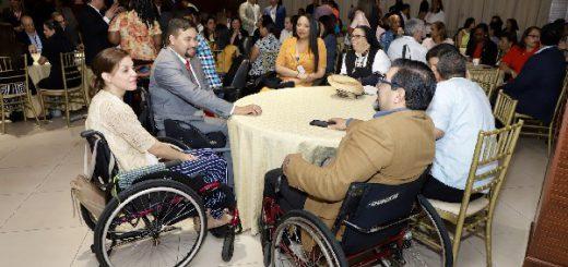 Mesa conformada por personas con discapacidad física