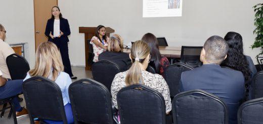representante de la OPS y OMS presentacion sobre la rehabilitacion basada en la comunidad